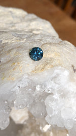 Load image into Gallery viewer, Montana Sapphire 1.03 Carat Medium Blue Round Brilliant