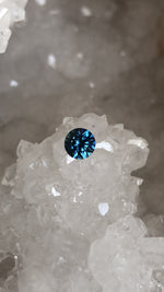 Load image into Gallery viewer, Montana Sapphire .92 Carat Cornflower Blue Round Brilliant