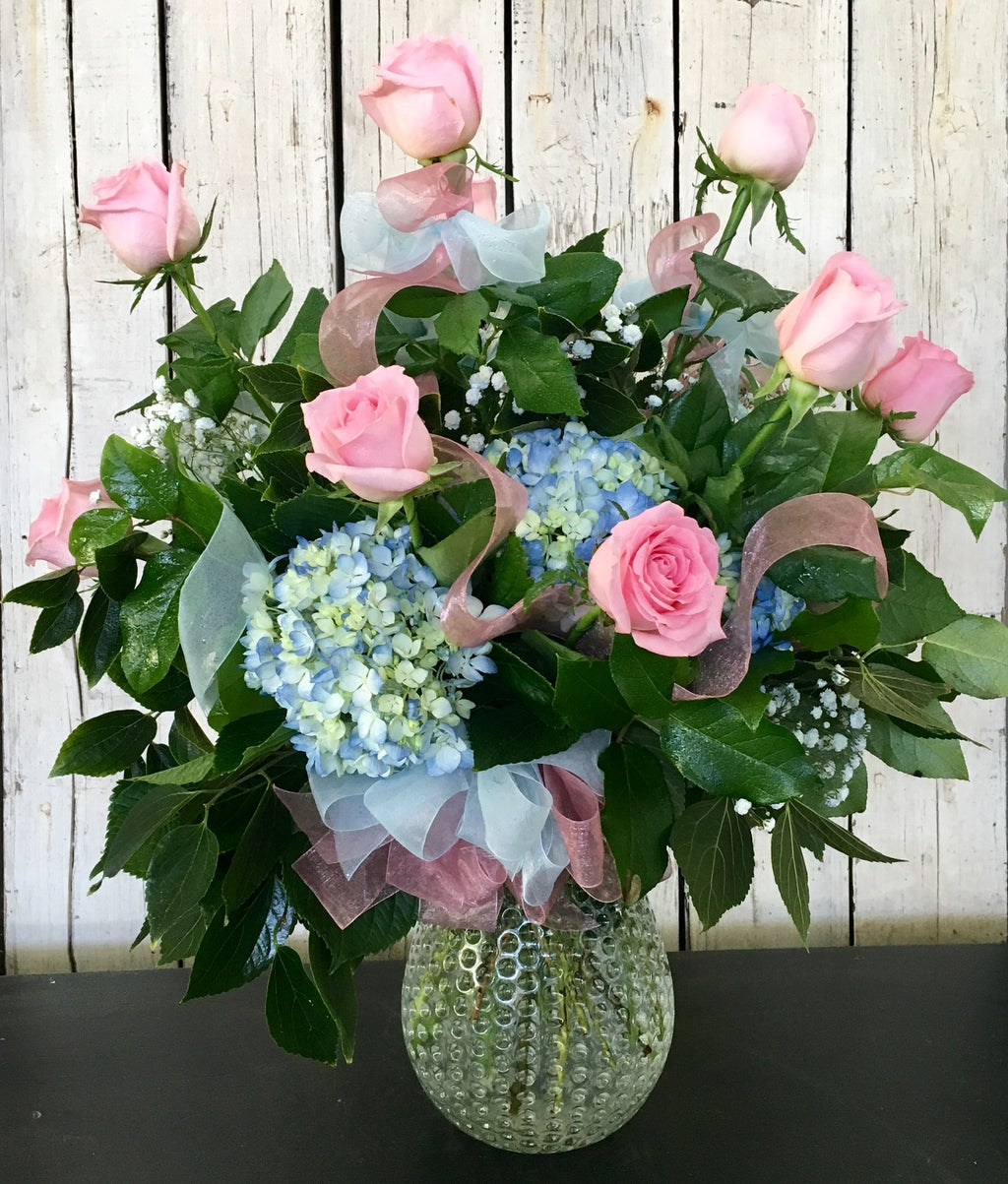 rose and hydrangea flower arrangement