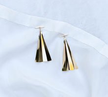 Load image into Gallery viewer, Ventilo Earrings