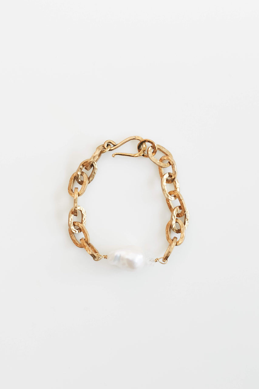 Tatum Chain Bracelet With Baroque Pearl—Brass