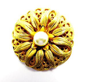 Lieba Vintage Jewelry Eye-Catching 1970s Gold and Pearl Scarf Clip - Front