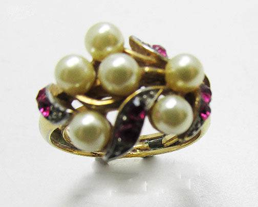 Avon Vintage 1960s Adorable Retro Contemporary Style Fashion Ring