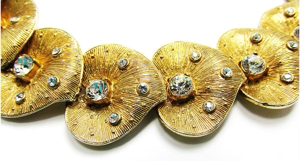 Vintage 1950s Jewelry Eye-Catching Mid-Century Diamante Leaf Bracelet - Close Up