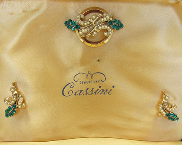 Oleg Cassini 1950 Vintage Diamante and Pearl Gold Plate Four Piece Set - Box Interior