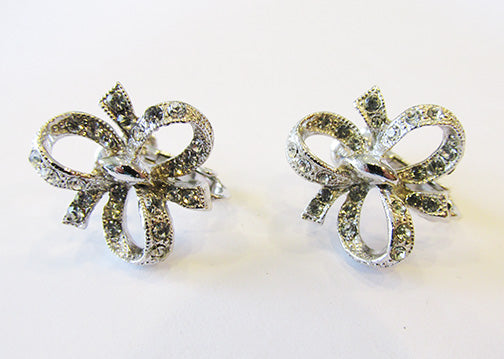 Hedy Vintage 1960s Dainty Eye-Catching Retro Button Bow Earrings
