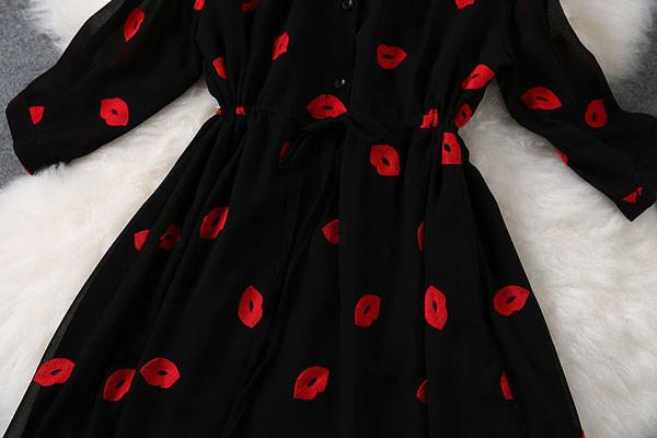 Fashion Sexy Red Lips Embroidery Waist Dress - lilyby