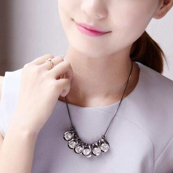 Luxury Clavicle Shinning Crystal Diamond Geometric Shape Pendant Sweater Chain Necklace For Big Sale!- Fowish.com