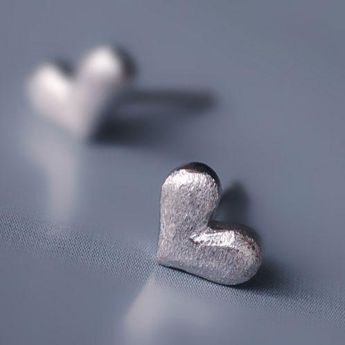 Lovely Heart Anti-allergy Studs Silver Earring - lilyby