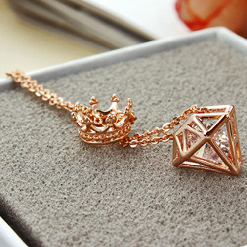 Fashion Triangle Crown Cubic Zircon Crown Diamond Pendant Necklace