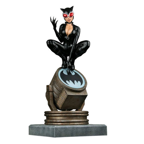 Batman - Catwoman on Light-Up Bat-Signal Limited Edition Statue