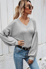 Slim-fit Solid Color V-neck Top