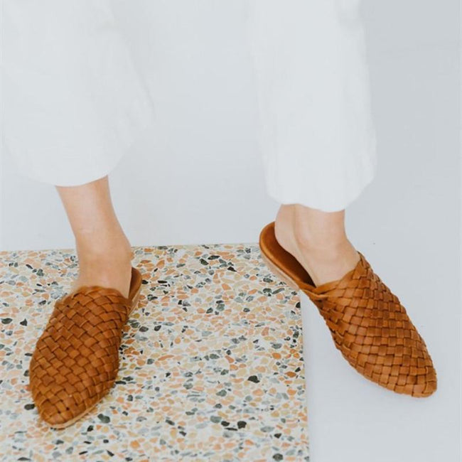 Pointed Toed Plain Cross Strap Weaving Outdoor Slipper - Pavacat