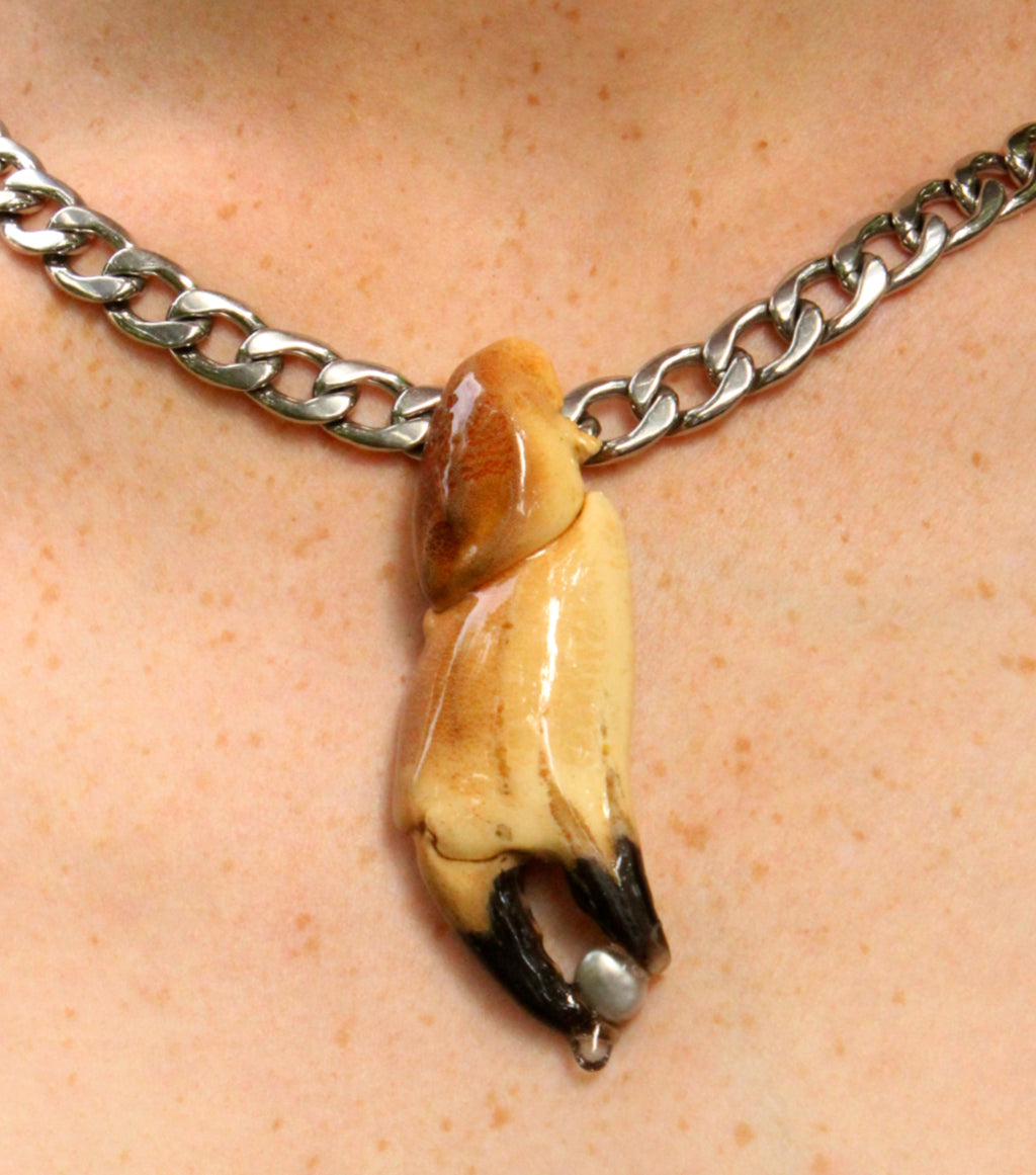 London jewelry, Kathleen, Shop Kathleen, Los Angeles, Kathleen, Boutique, Handmade Necklace, Seashell Necklace, Independent artist, independent designer, independent boutique, independent jewelry, beach jewelry, pearls, freshwater pearls, freshwater pearl choker, curb chain, crab claw, epoxy, resin, seashell jewelry, pearl choker, Tlysau