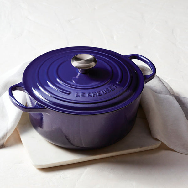 Le Creuset Signature Enameled Cast Iron Round French / Dutch Oven, 5.5 qt, Indigo