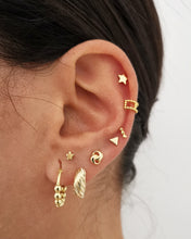 Upload image in the gallery viewer, Earcuff Pixie Gold