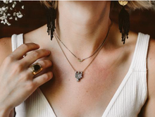 Load image into Gallery viewer, Navone Dark Moon Necklace
