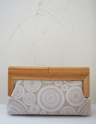 Luisa (clutch, cotton linen, mandala print, natural wood frame)