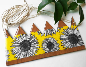 large crown pendant necklace in the pattern yellow daisy