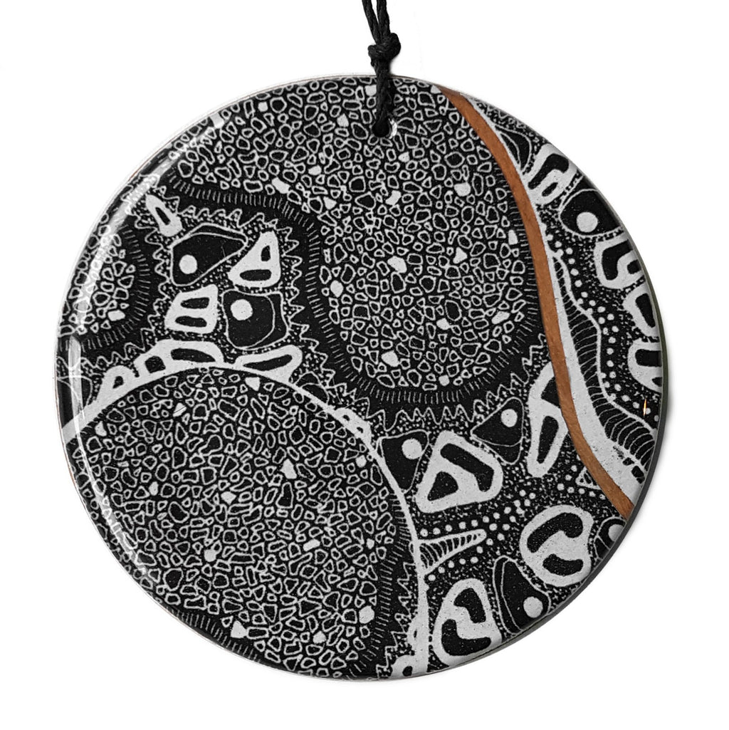 disc pendant necklace in the pattern monochrome