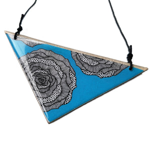 triangle pendant necklace in the pattern aqua rose