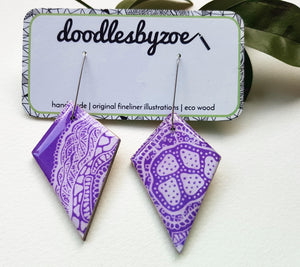 diamond dangle earrings in the pattern purple haze