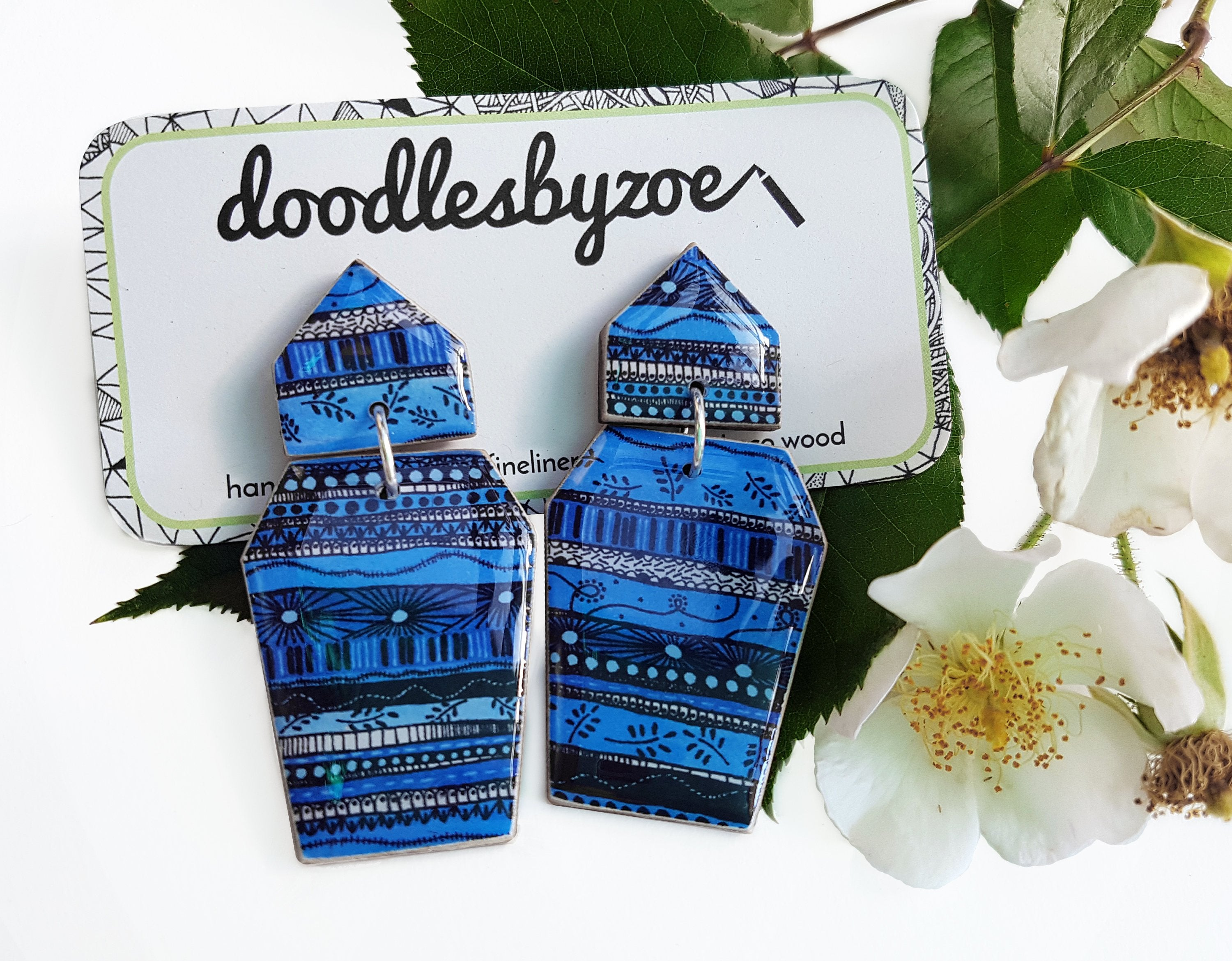 Coffin shaped earrings in the pattern blue waves