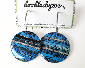 large disc earrings in the pattern blue waves