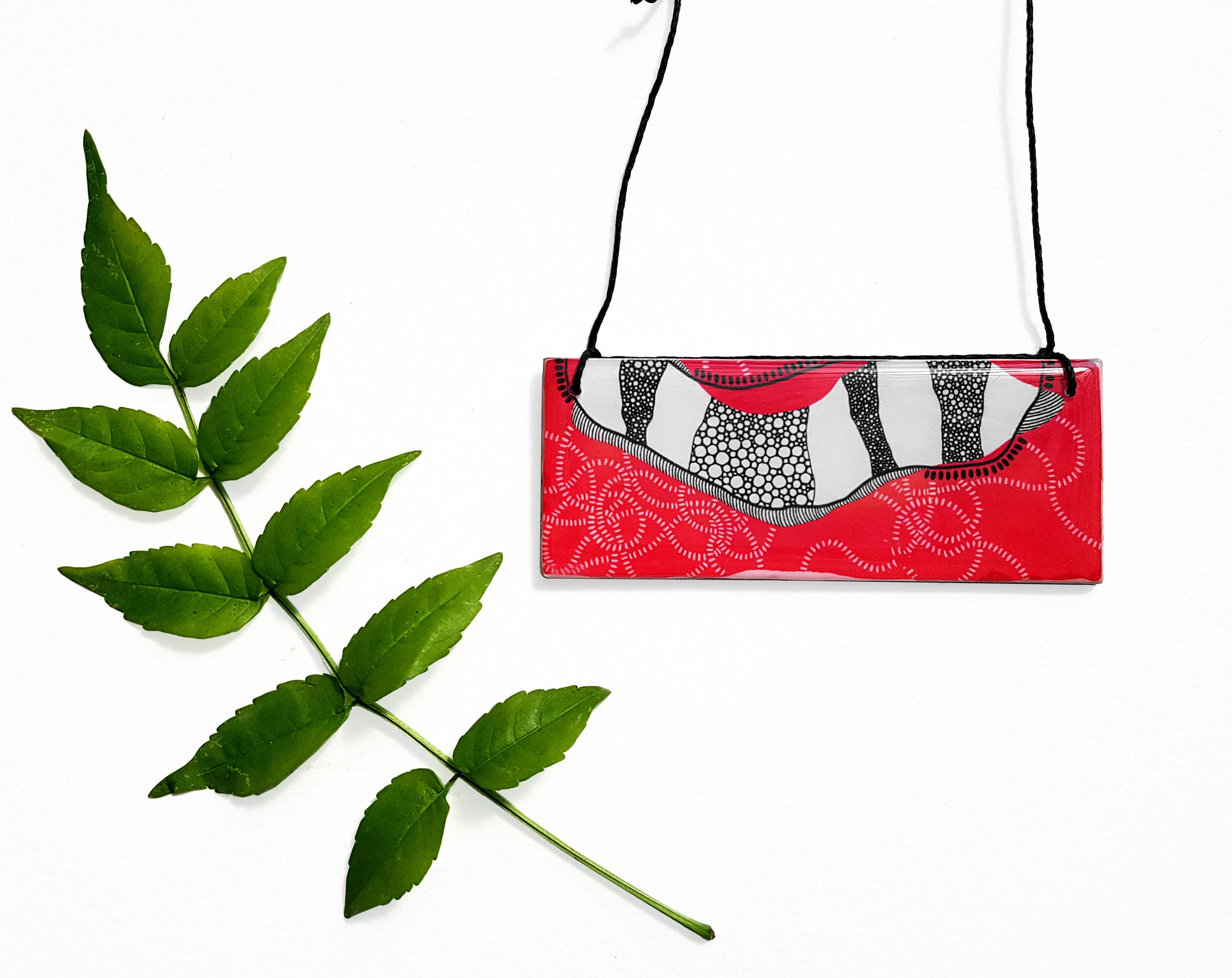 bar pendant necklace in the pattern red earth