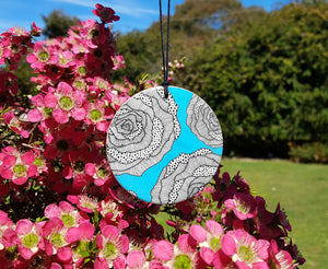 disc pendant necklace in the pattern aqua rose