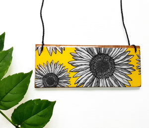 bar pendant necklace in the pattern yellow daisy