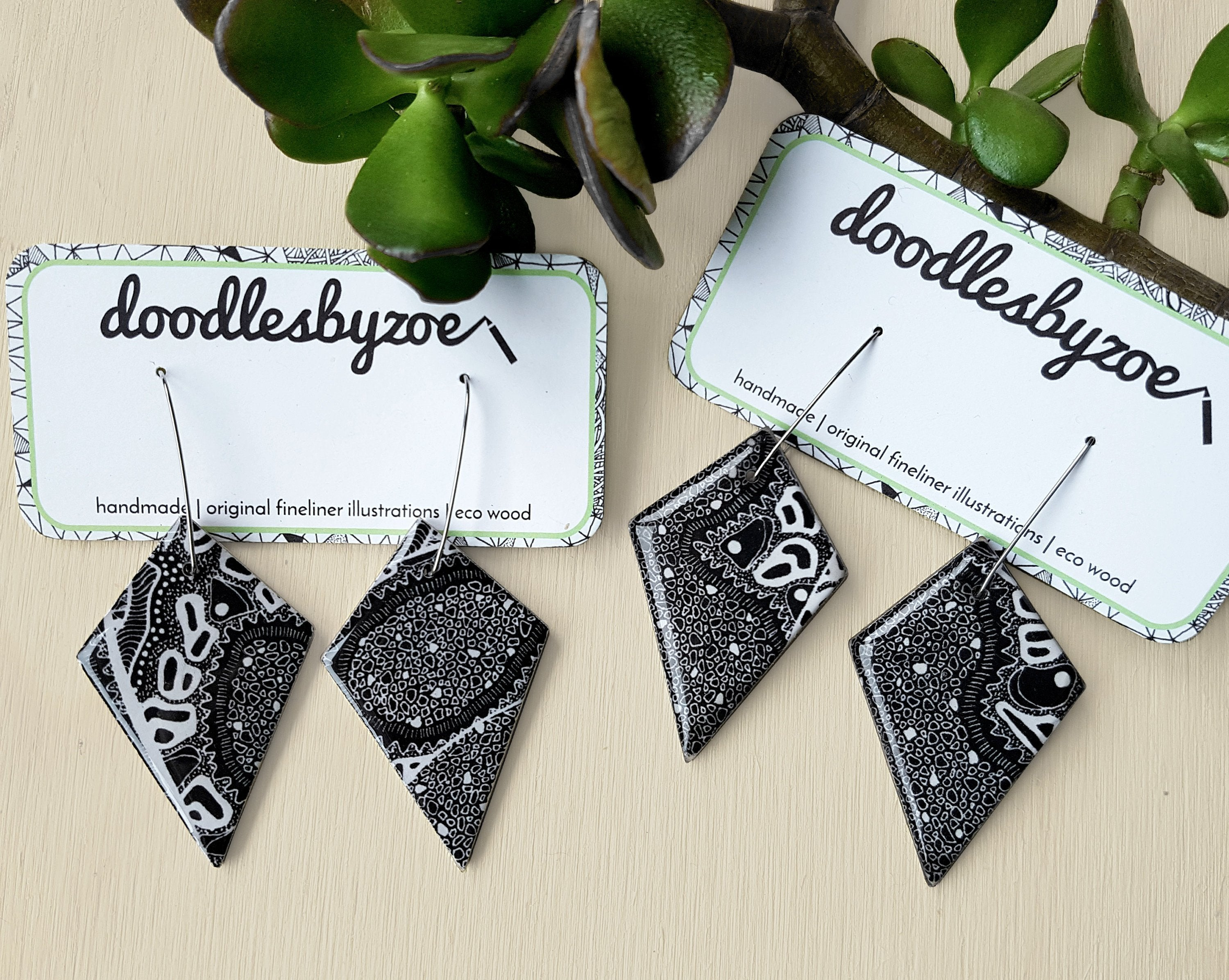 diamond dangle earrings in the pattern monochrome