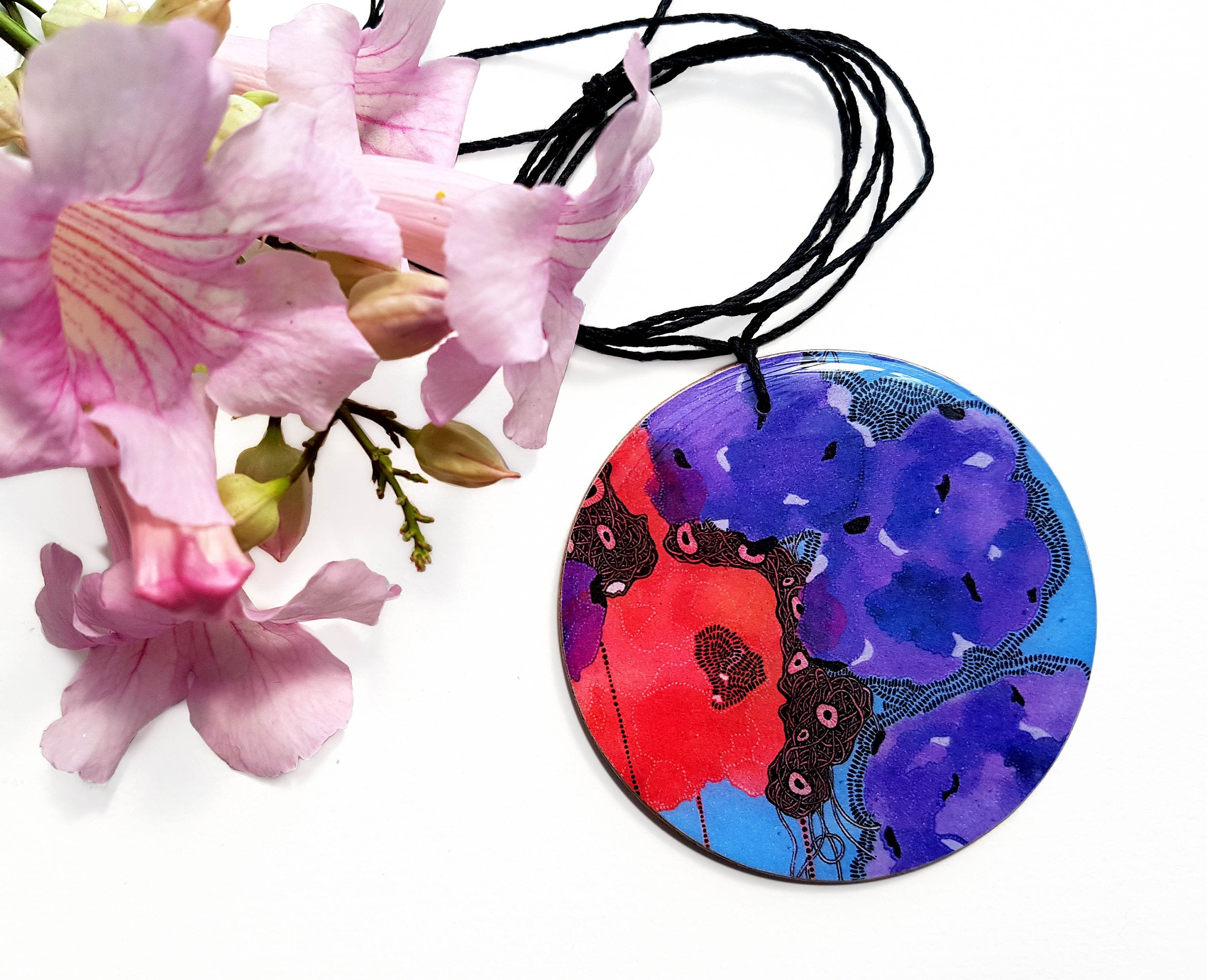 disc pendant necklace in the pattern purple & red blooms
