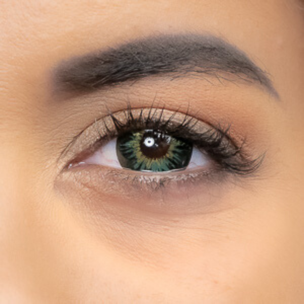 Gorgeous look with green New York Lenses outlet