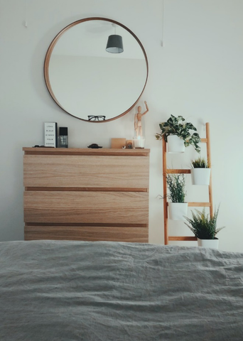 Impress Your Guests: 5 Ways to Spruce Up a Bleak and Boring Guest Room