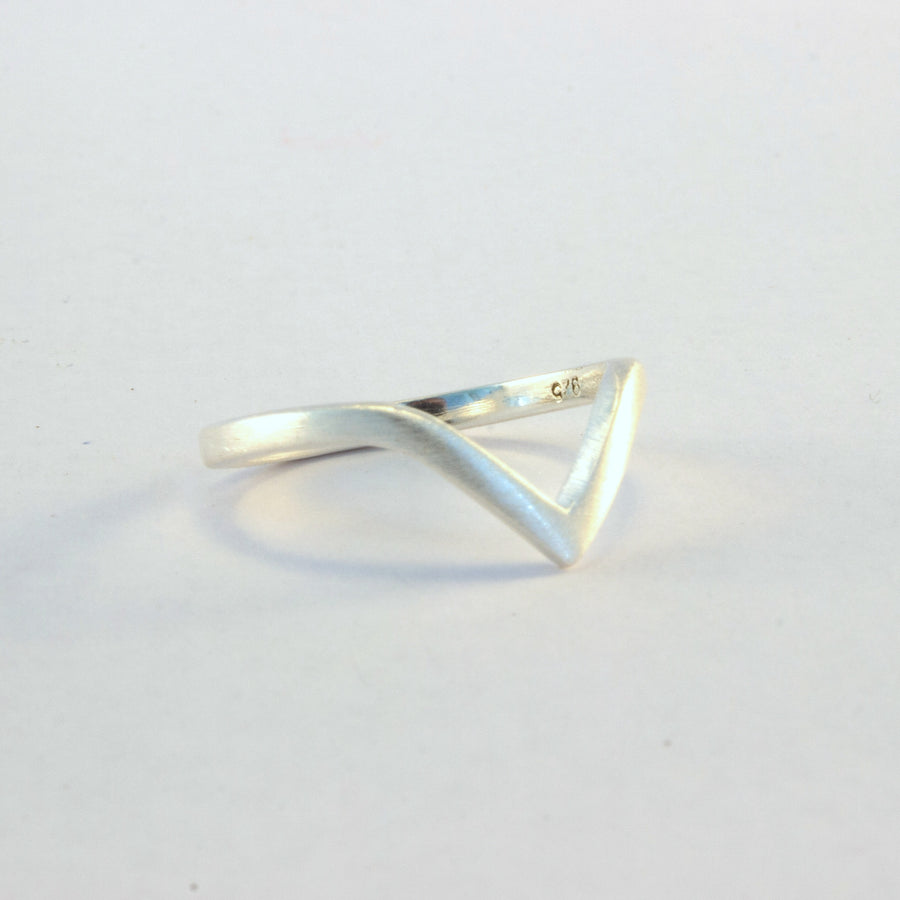 Sterling silver mid finger angular ring Shelley