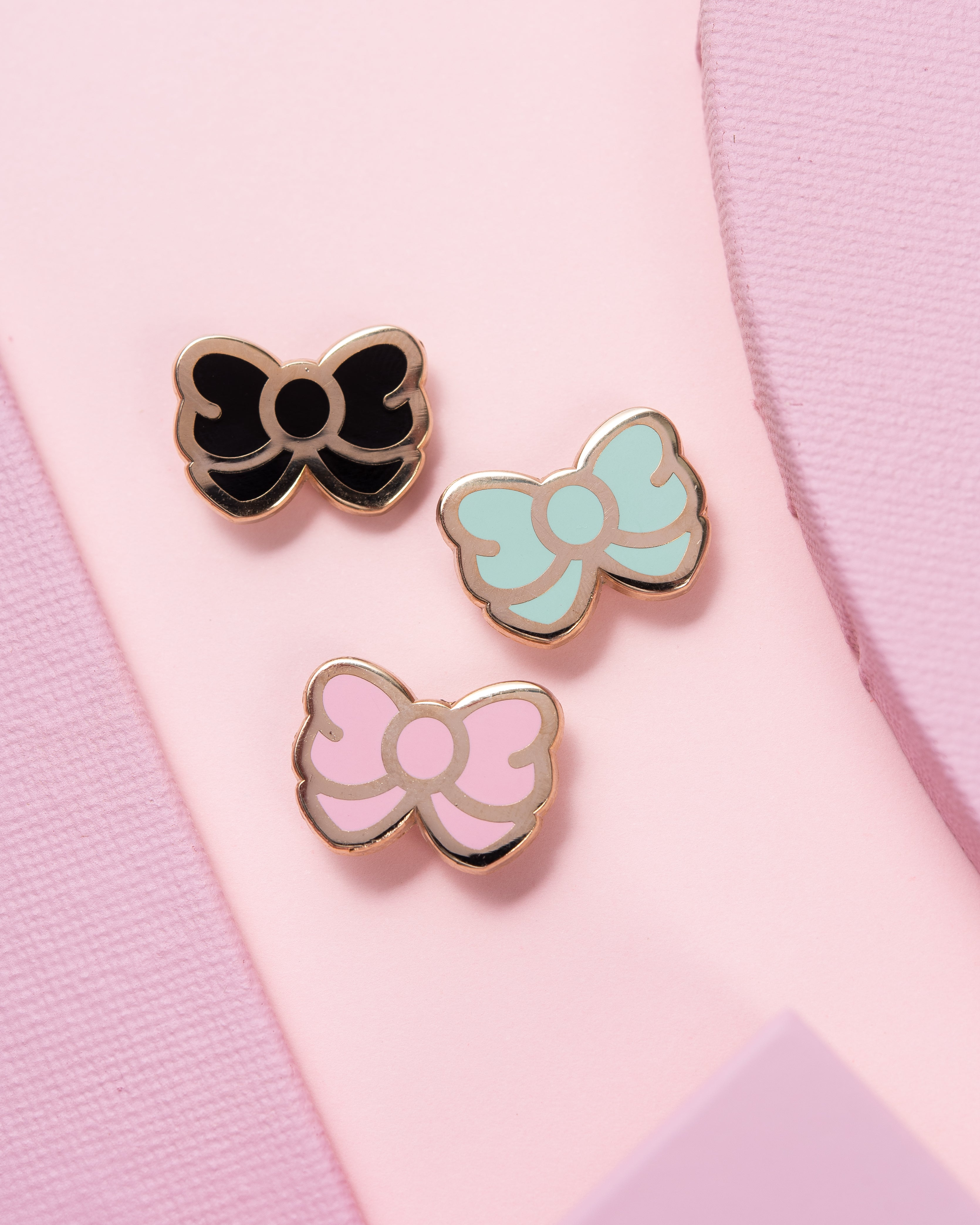 Essentials Solid Bow Enamel Pin