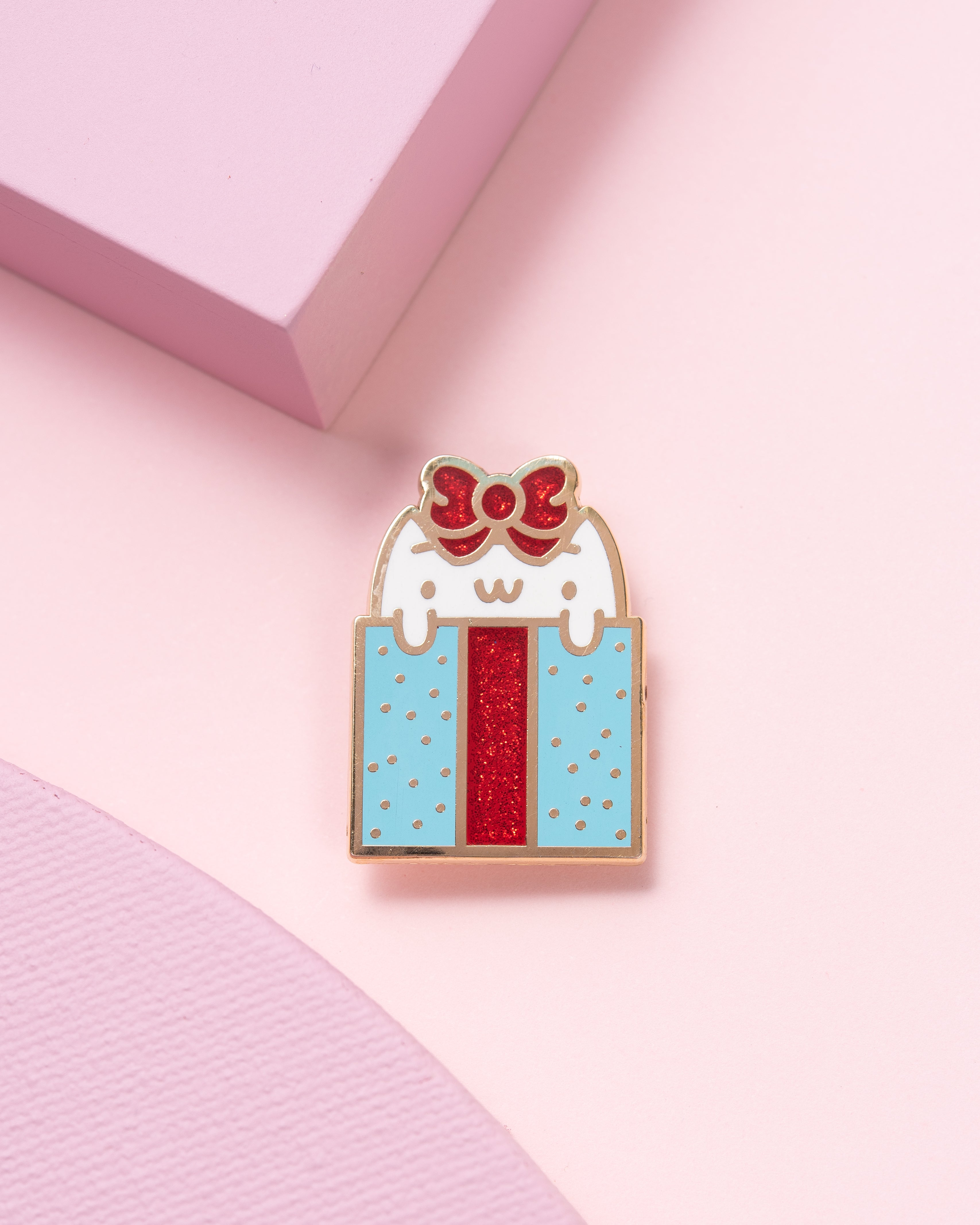 Christmas Present Kitten Lapel Pin