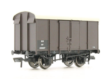 Bachmann OO 12 Ton Southern Plywood Ventilated Van Sr Brown