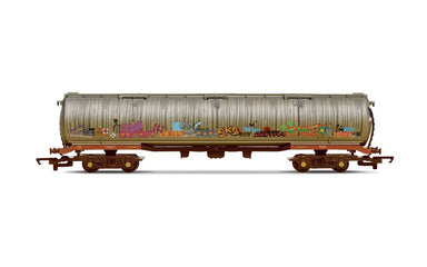 Hornby 100T Tanker Heavily Weathered And Graffiti (2020 Release)