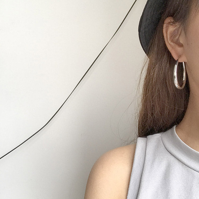 LWONG Gold Sliver Color Oval Hoop Earrings for Women Simple Minimalist Earrings Boho Chic Earrings Hoops Everyday Jewelry