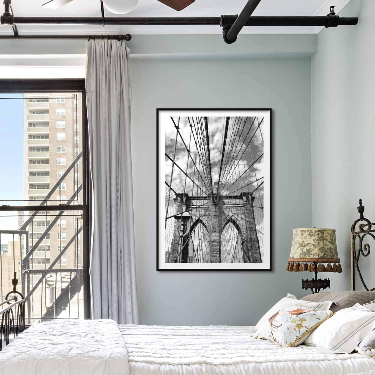 plakat med brooklyn bridge i sort-hvid