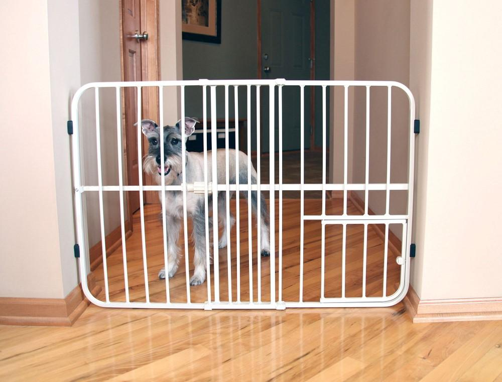 Carlson Tuffy Expandable Gate with Small Pet Door