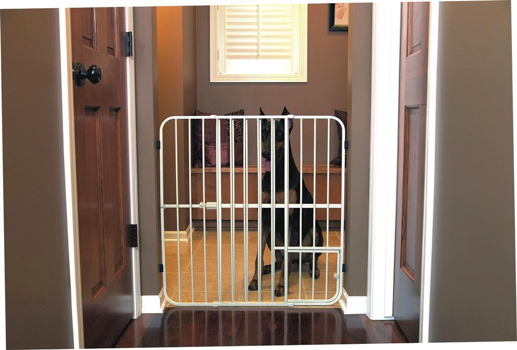 Carlson Big Tuffy Expandable Gate with Small Pet Door