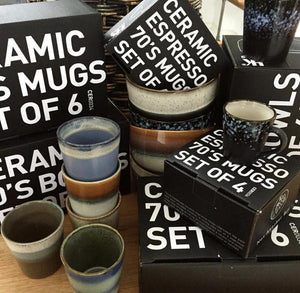 gift boxes with espresso en cappuccino and coffee mugs