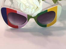 Load image into Gallery viewer, So Chic Sunglasses