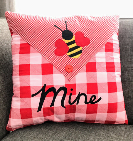 Bee Mine Valentine Pillow FREE Digital Pattern