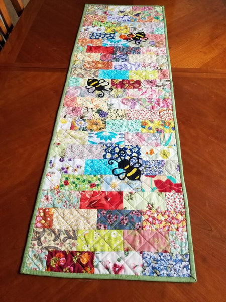Bee Charmed Table Runner FREE Digital Pattern