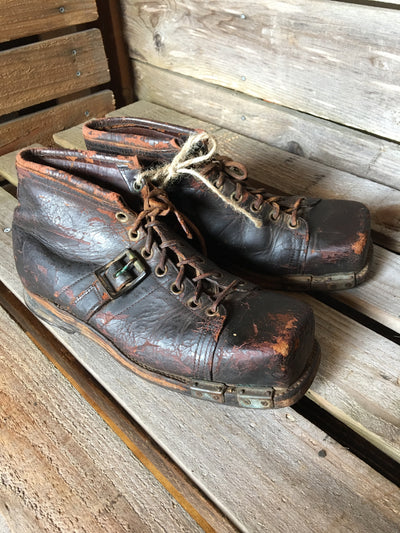 Vintage Leather Ski Boots with Square Toe Box