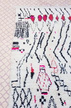 "Load image into Gallery viewer, Azilal Rug - 8'2"" x 4'11"" / 250 x 150cm - souks du monde"